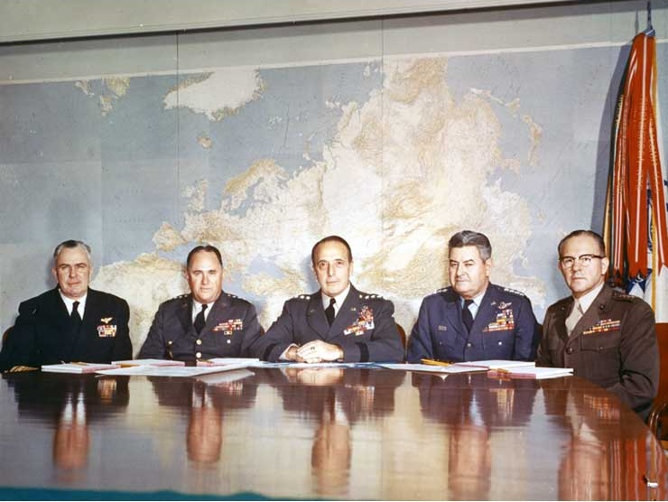 Die damaligen 5 höchsten Militärgeneräle, die Northwood geplant haben - Von links nach rechts: Admiral George W. Anderson Jr. ( Oberster General von Marine Operationen), General George H. Decker (Oberster General Bodenstreitkäfte), General Leyyman L. Leymnintzer (Generalstabschef), General Curtis E. LeMay (Oberster General der Flugstreitkräfte), General David M. Shoup (Kommandeur der Marine)