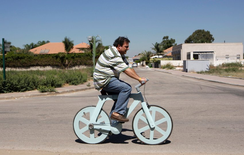 Israeli inventor Izhar Gafni rides his cardboard bicycle in Moshav Ahituv, central Israel September 24, 2012. The bicycle, made almost entirely of cardboard, has the potential to change transportation habits from the world's most congested cities to the poorest reaches of Africa, Gafni, an expert in designing automated mass-production lines and an amateur cycling enthusiast, says. Picture taken September 24, 2012. To match ISRAEL-CARDBOARDBIKE/ REUTERS/Baz Ratner (ISRAEL - Tags: ENVIRONMENT SPORT CYCLING SOCIETY TPX IMAGES OF THE DAY)