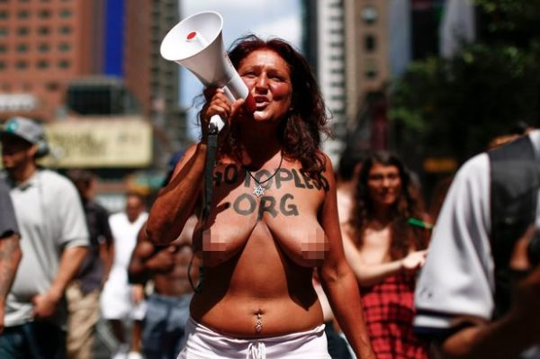 brüste in der öffentlichkeit
