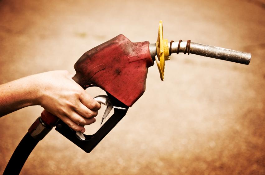 Es ist wieviel das Erdöl in einem Liter des Benzins